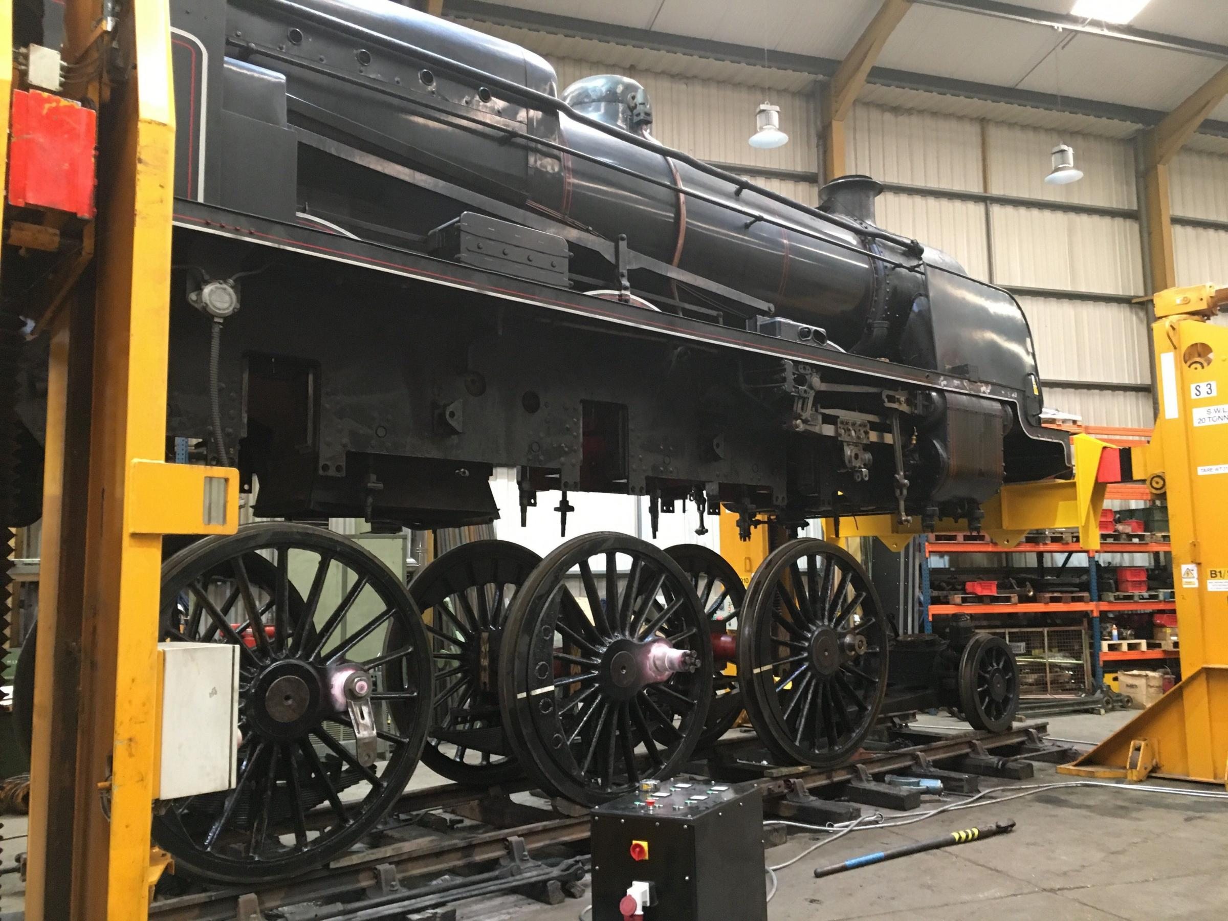 How to lift an 100-tonne steam locomotive
