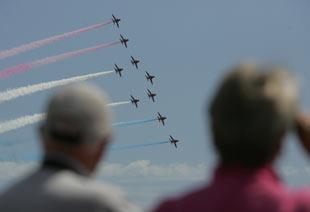 Bournemouth Echo: Red Arrows thrill crowds on day 2 of the Bournemouth Air Festival