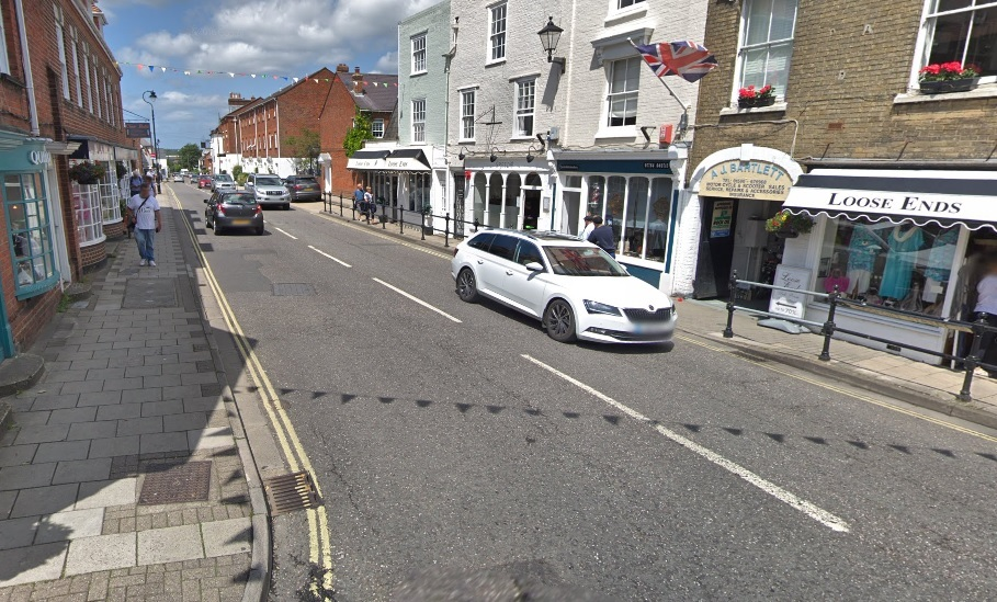 Tipper truck overturned in Lymington causing delays