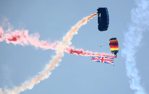 Bournemouth Echo: The Tigers Freefall Parachute Display Team at the Bournemouth Air Festival