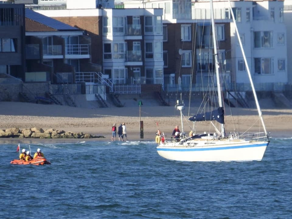 40ft yacht runs aground near Poole Harbour