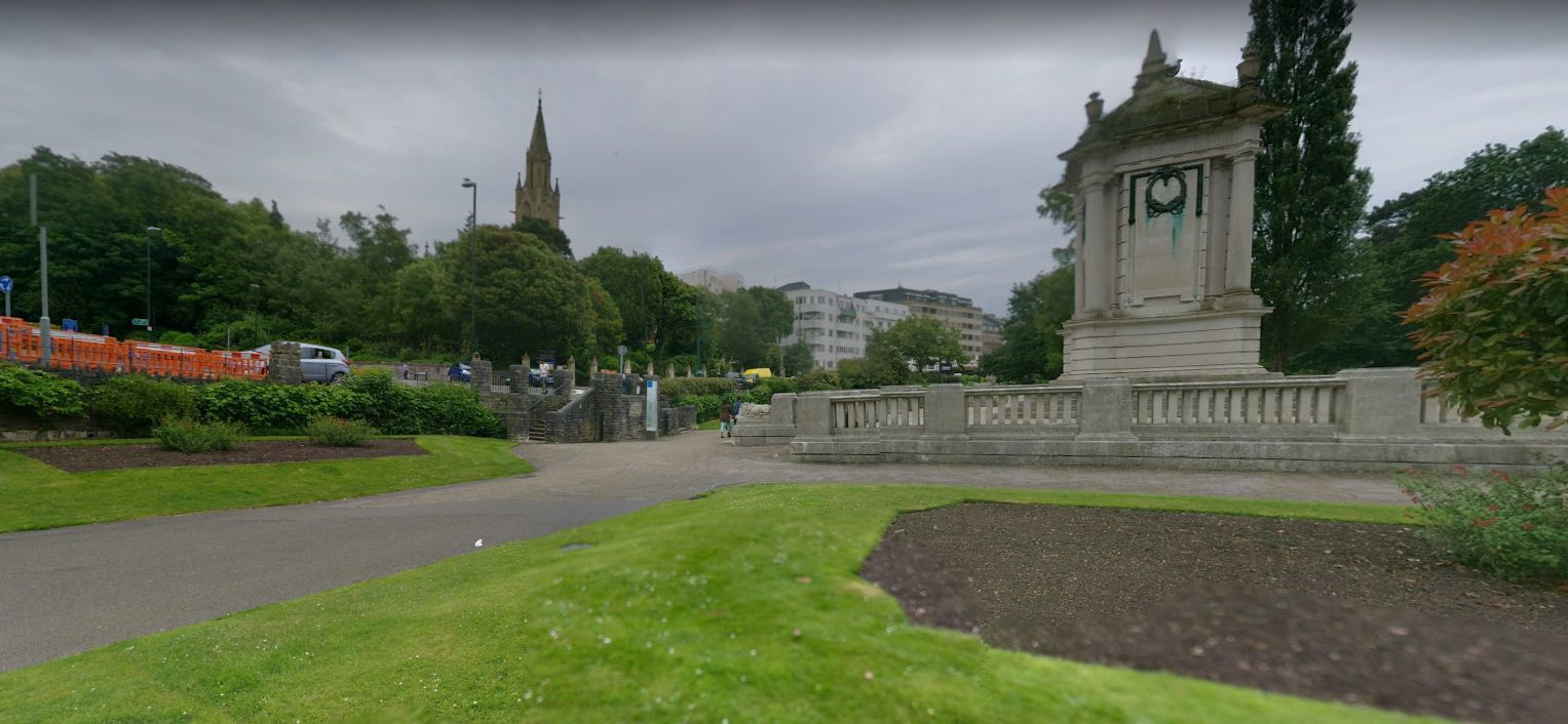 Police cordon off part of Bournemouth Gardens after incident