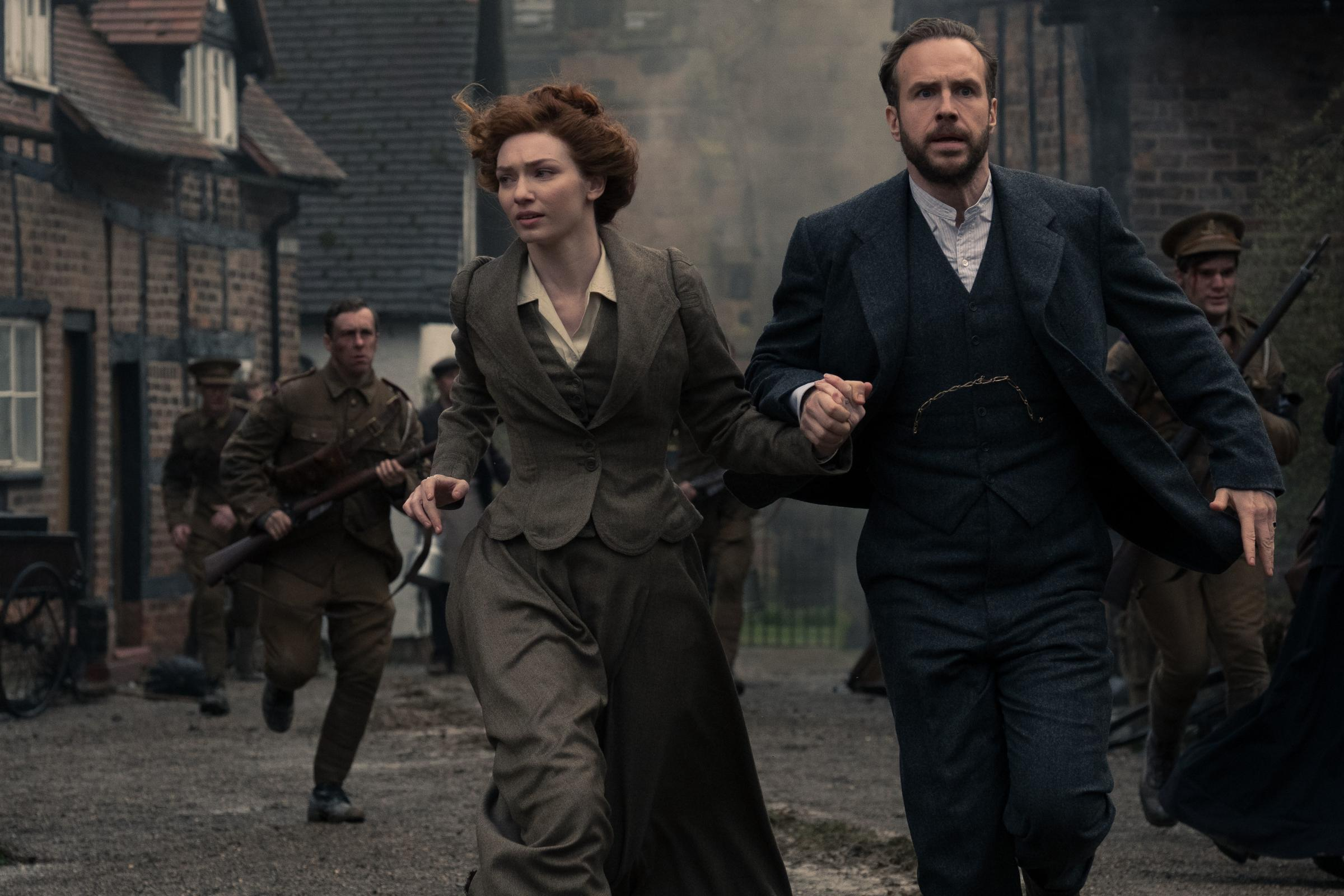 Poldark star to lead new War of the Worlds show