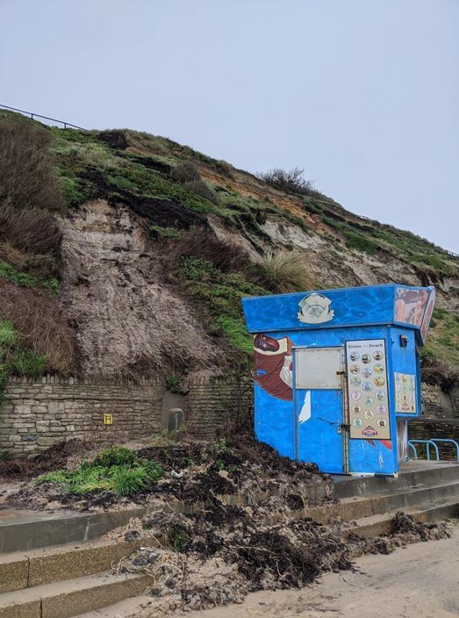 Landslip damaging the ice cream hut near Gordon's Zigzag