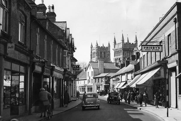 This snapshot of Wimborne Minster from over 60 years ago gives a wonderful view of East Street in 1955 including Frisby's Shoe Shop and Fosters Clothiers.  The street  today  is still full of independent shops, cafes and charity shops.
