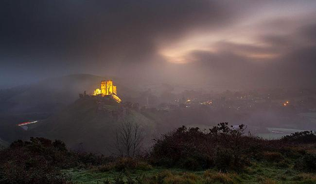 As the mist rolls in, Corfe Castle lights up like a beacon in the Purbecks. Captured by Echo Camera Club member Jenifer Bausili López.