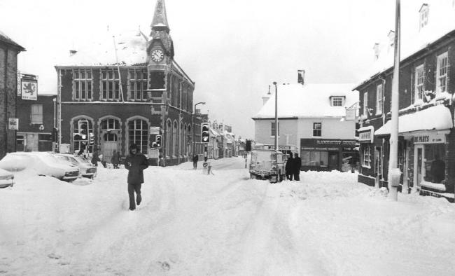 Deep snow at the Wareham crossroads of East Street and West Street during the big freeze of February 1978. Photo by Arthur Grant.