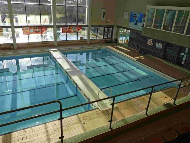 Controversial boom to stay at Poole swimming pool ...