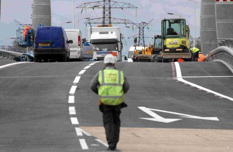 Twin Sails bridge: no solution yet as asphalt removed from road surface