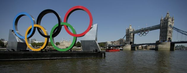 Bournemouth Echo: Olympic rings tower bridge
