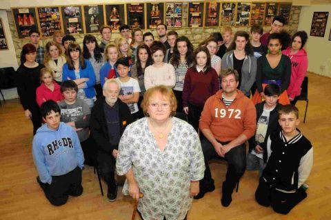 WOW青年戏剧团队在Weymouth Pavilion'陷入困境'
