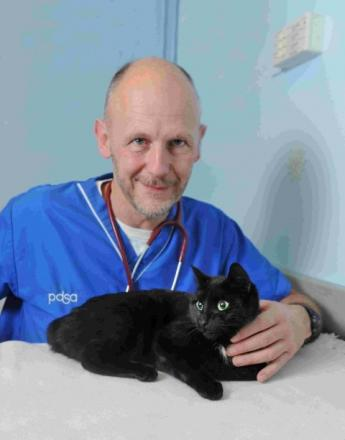 PDSA senior vet Uwe Holz with Star