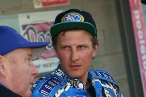 Speedway: Aussie duo have last laugh as Somerset hold much-changed Poole Pirates at the death