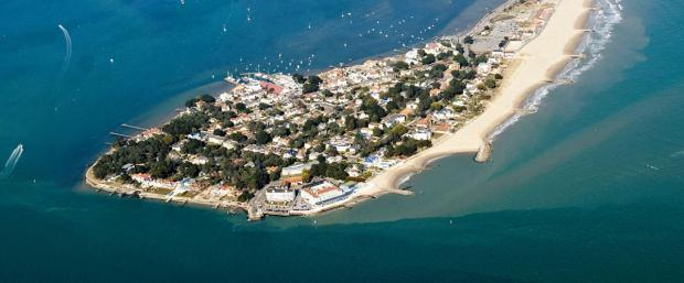 Sandbanks, speedway and Sunseeker - 11 reasons Poole is not Bournemouth's poor relation