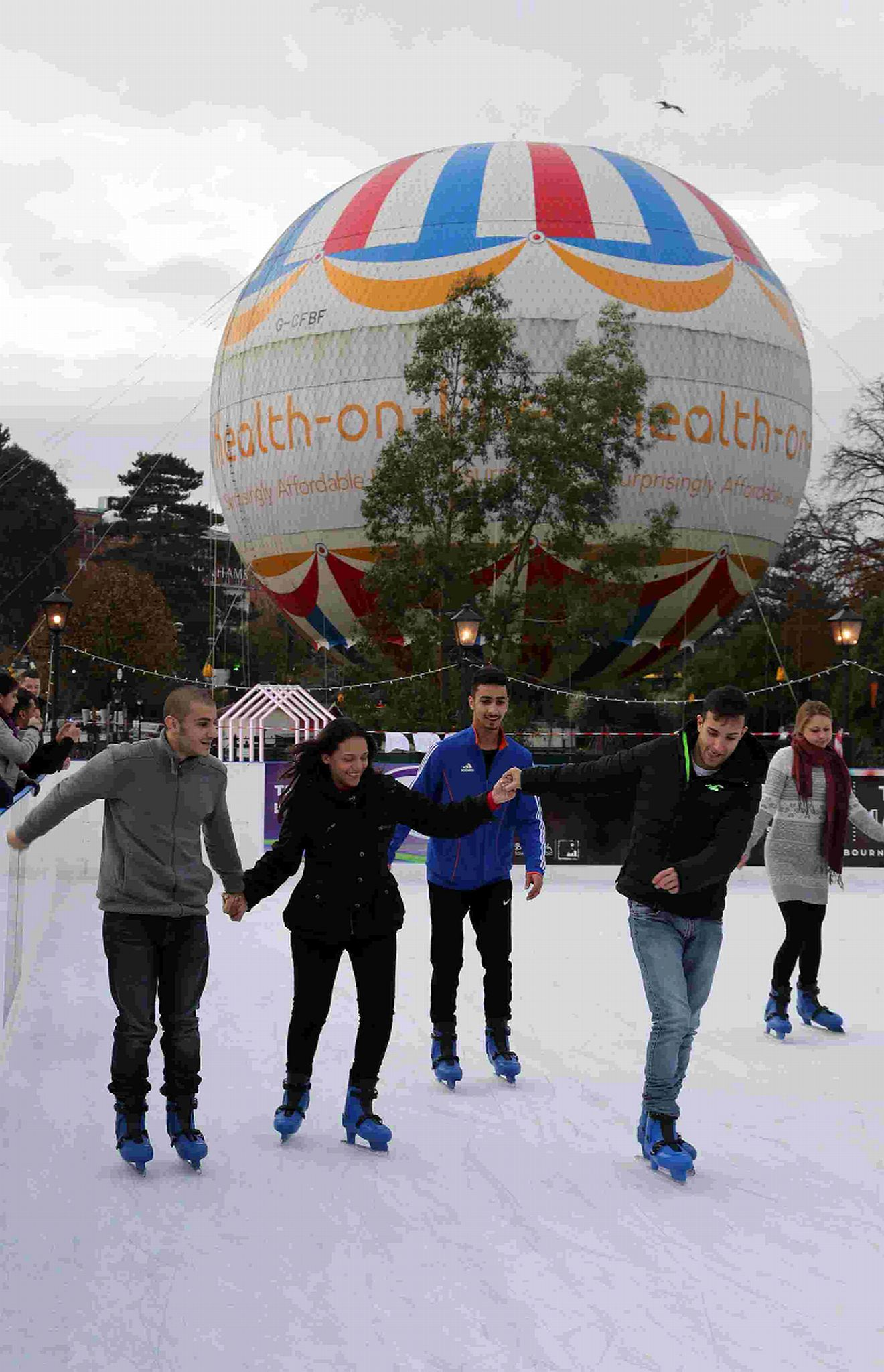 Give us permanent ice rink: hundreds sign petition to bring skating back to Bournemouth for good