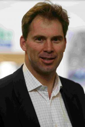 "MP Tobias Ellwood labelled ""idiot"" in House of Commons row"
