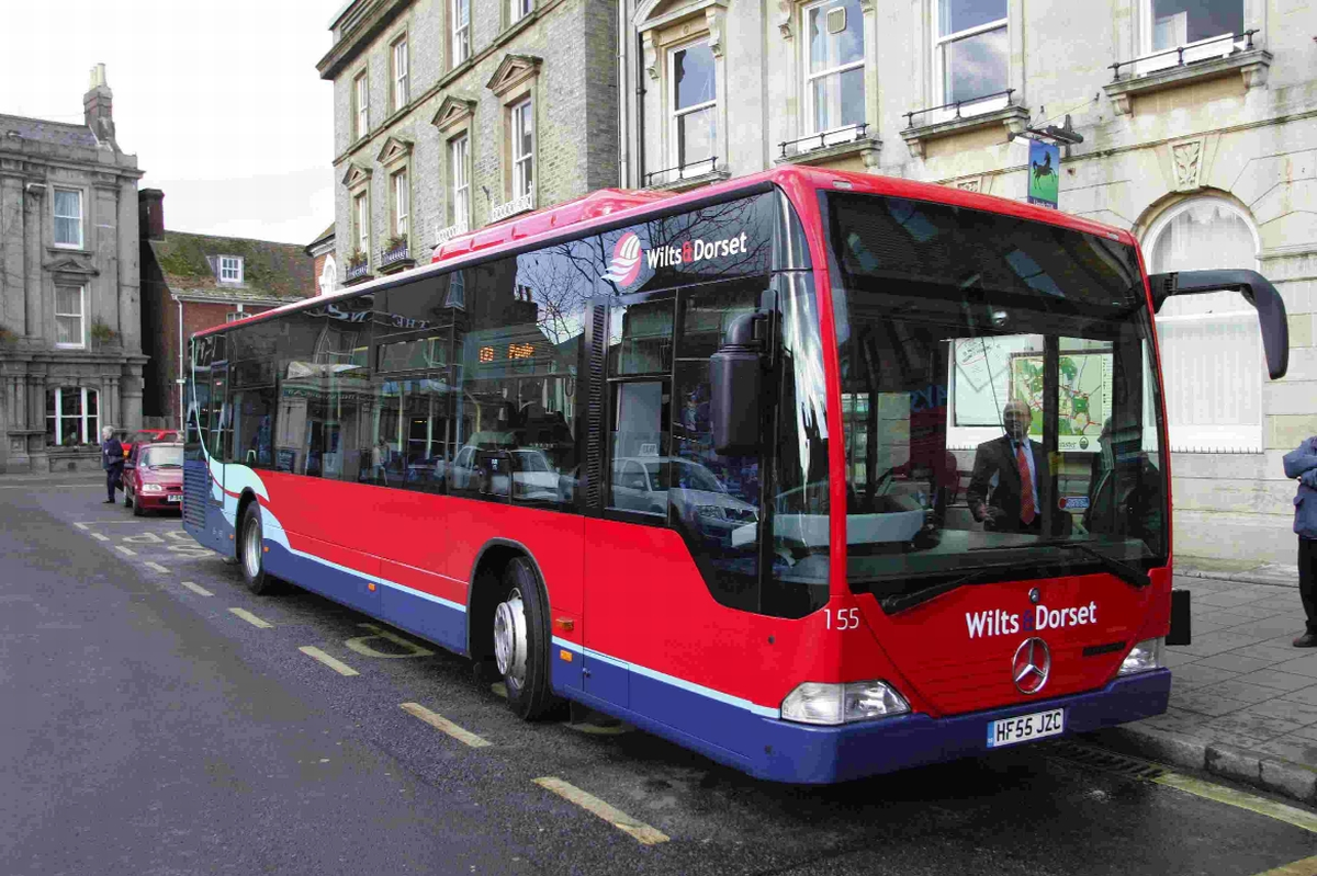 'Don't cut our bus services' – Colehill residents start petition in fight for council u-turn