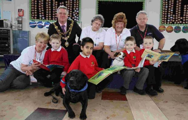 CIVIC APPROVAL: Mayor Cllr Phil Eades meets children, their book buddies and volunteers from Caring Canines at Sylvan Infant School