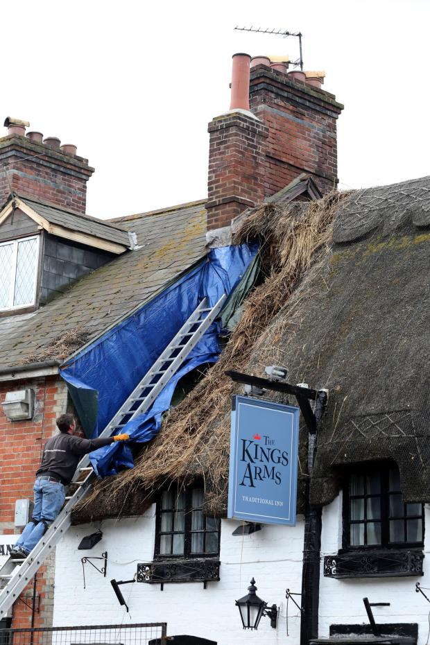 Bournemouth Echo: Customers evacuated from Wareham pub after thatch blaze