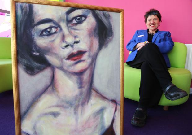 Popular head teacher quits £105k a year role at academy to become a portrait painter