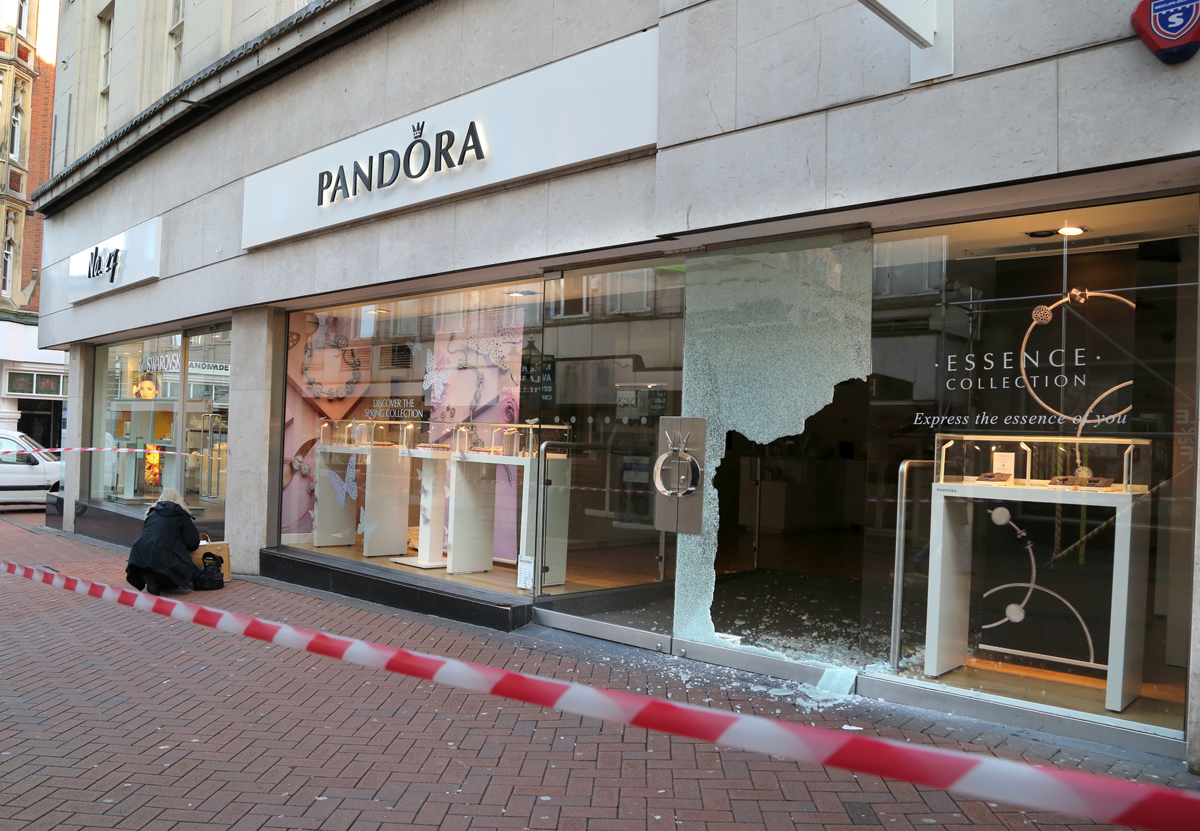 Thousands of pounds worth of jewellery stolen from Pandora store