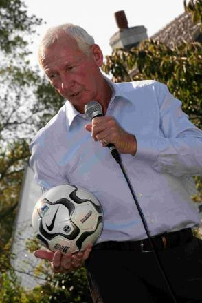 Former goalkeeper Bob Wilson to undergo treatment for prostate cancer