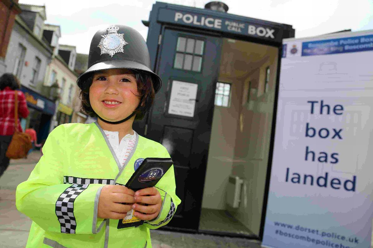 Police box Tardis pulls the crowds at Boscombe