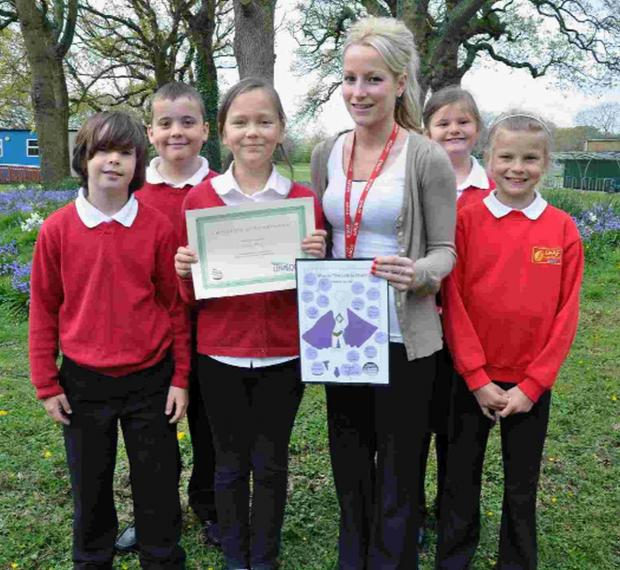 'AWESOME': Teaching assistant star Beth Tyers with some of her 5J pupils at the Elm Academy