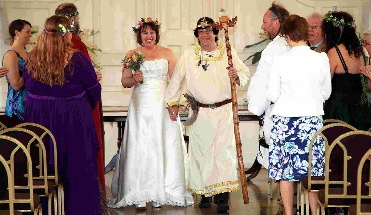 VIDEO: Poole hosts pagan wedding as Druid couple tie the knot