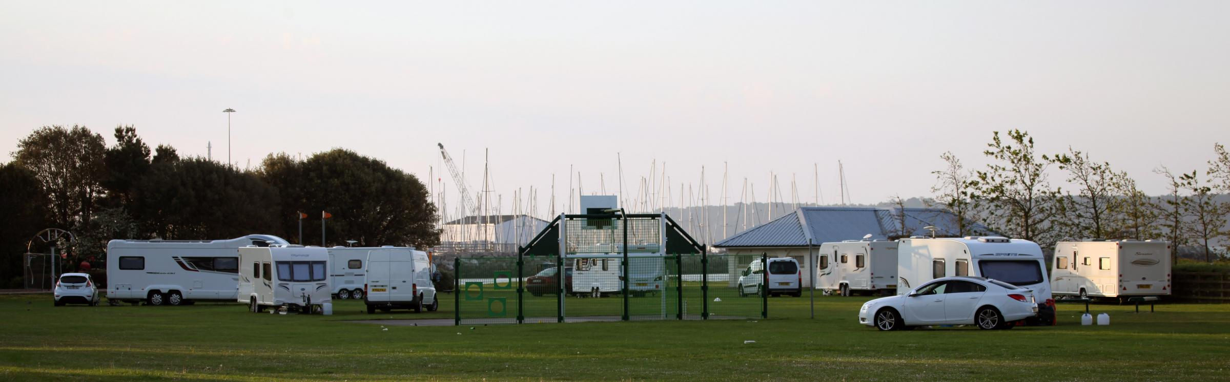 VIDEO: Travellers set-up camp at Hamworthy Park in Poole and Turlin Moor rec