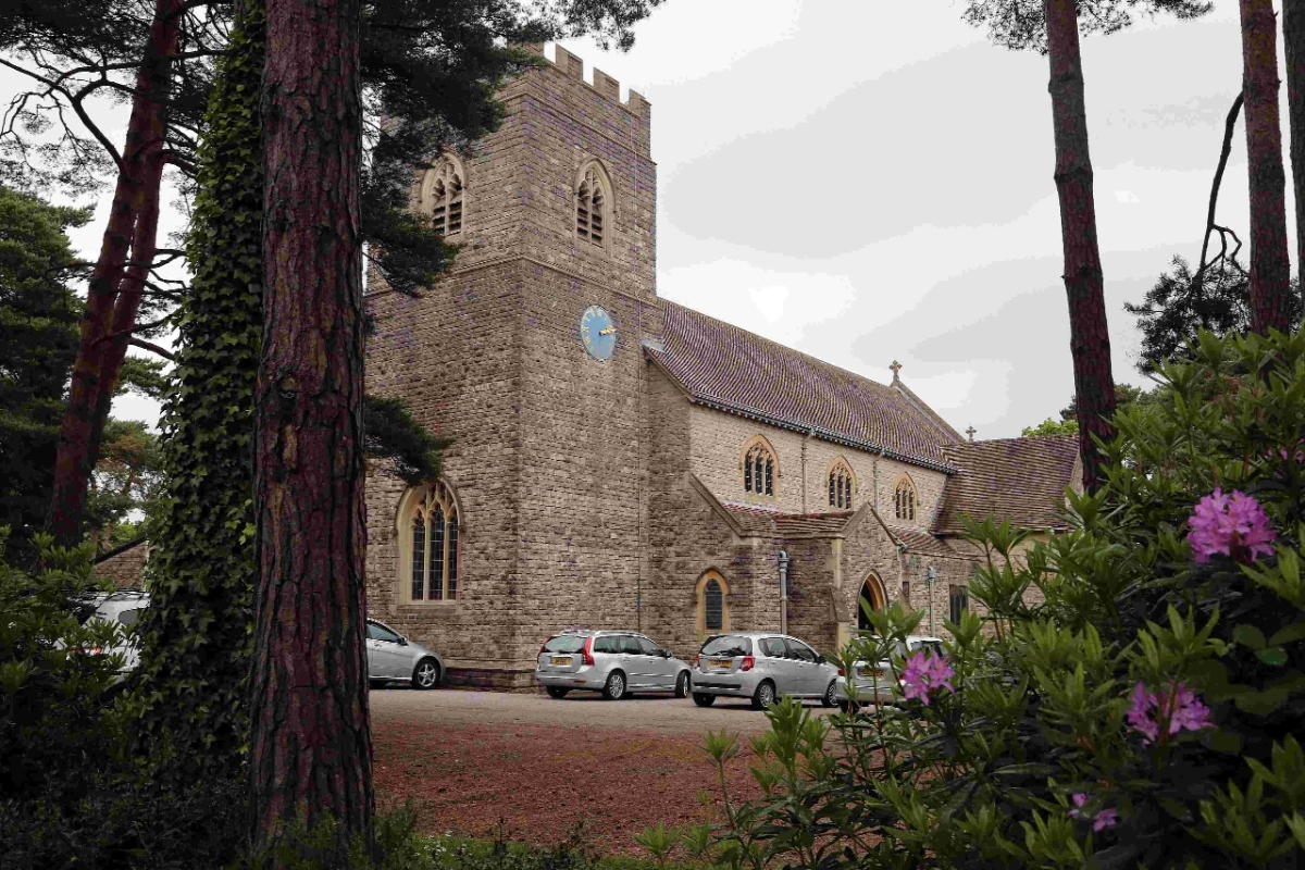 Married reverend quits after 'affair' with parishioner