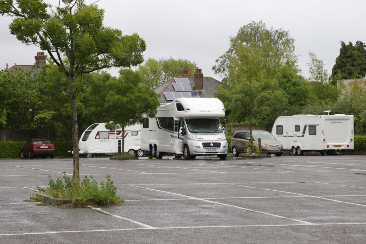 VIDEO: Travellers turn up at Poole's Dolphin Leisure Centre car park