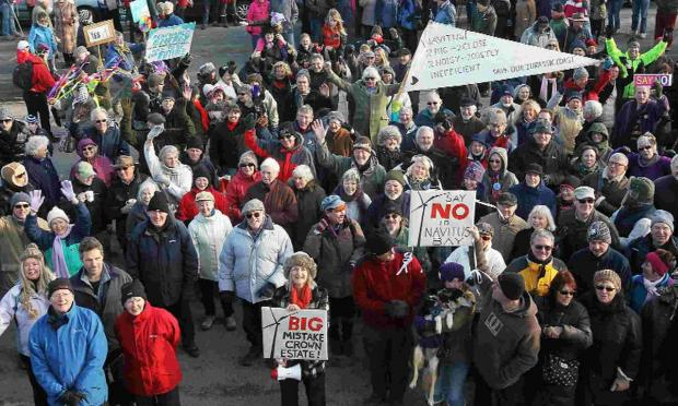 Bournemouth Echo: HOT TOPIC: Pro and anti-wind farm demonstrators in Swanage