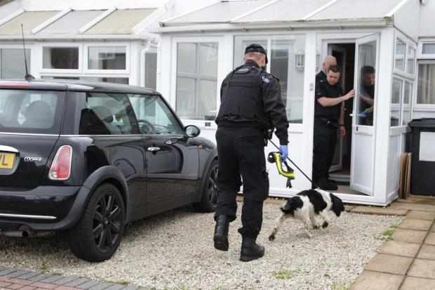 Bournemouth Echo: Armed police carry out drugs raid at house in Springbourne