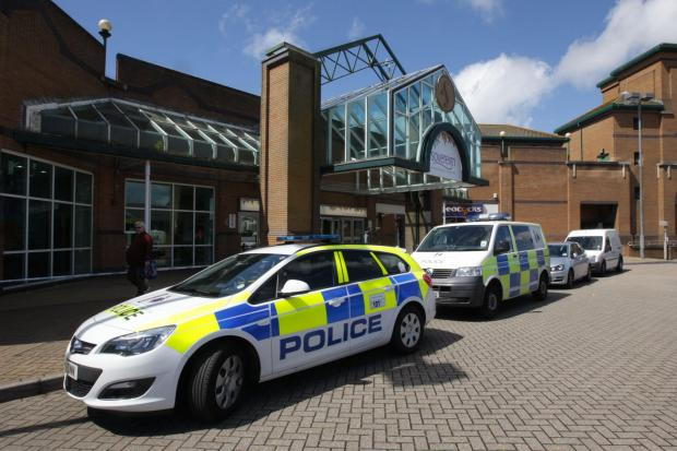 Bournemouth Echo: Police cordon off part of Sovereign Centre, Boscombe, after break-in