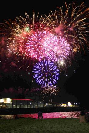 SPECTACLE: Fireworks over Bournemouth Pier