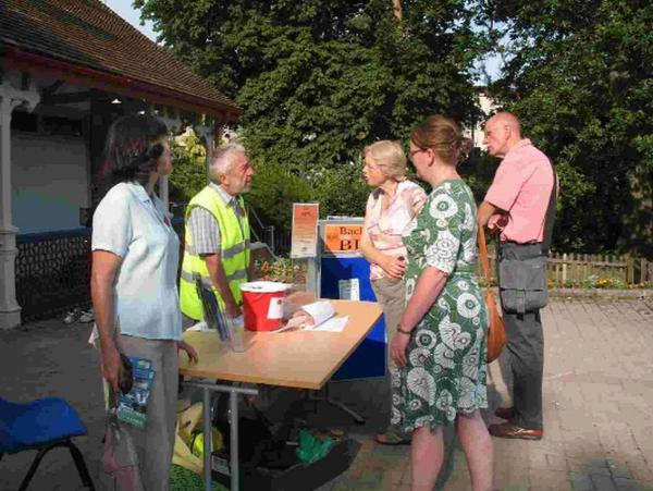 Friends of Poole Park collecting to support the Lottery bid