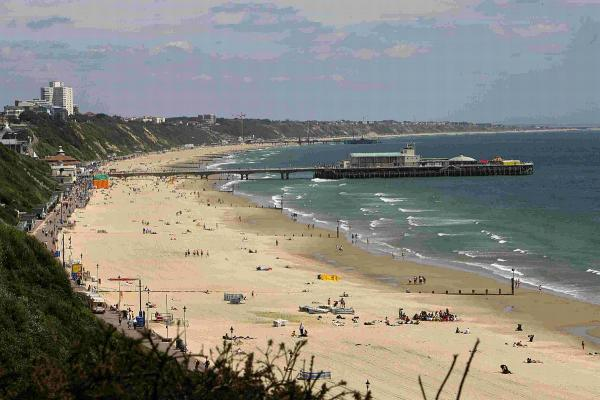 "We should have phone-free ""quiet zones"" on beach, says Bournemouth MP"