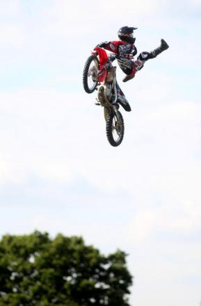 VIDEO: Daredevil motorcyclist performs thrilling stunts at New Forest Show