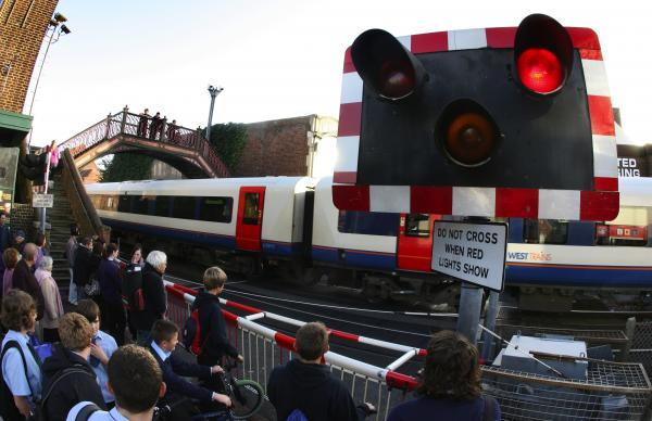 Signalling fault closes level crossing on Poole High Street