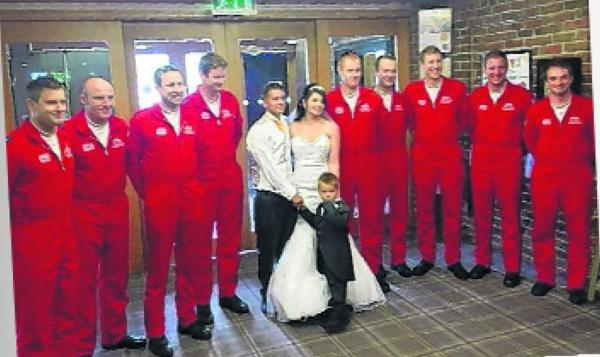 With this ring I thee Red – newlyweds get a wedding picture with the Red Arrows