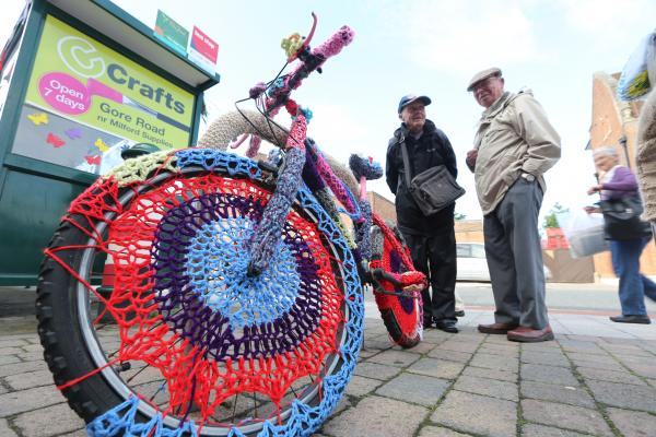 VIDEO: Residents surprise as town 'yarn-bombed' with knitting