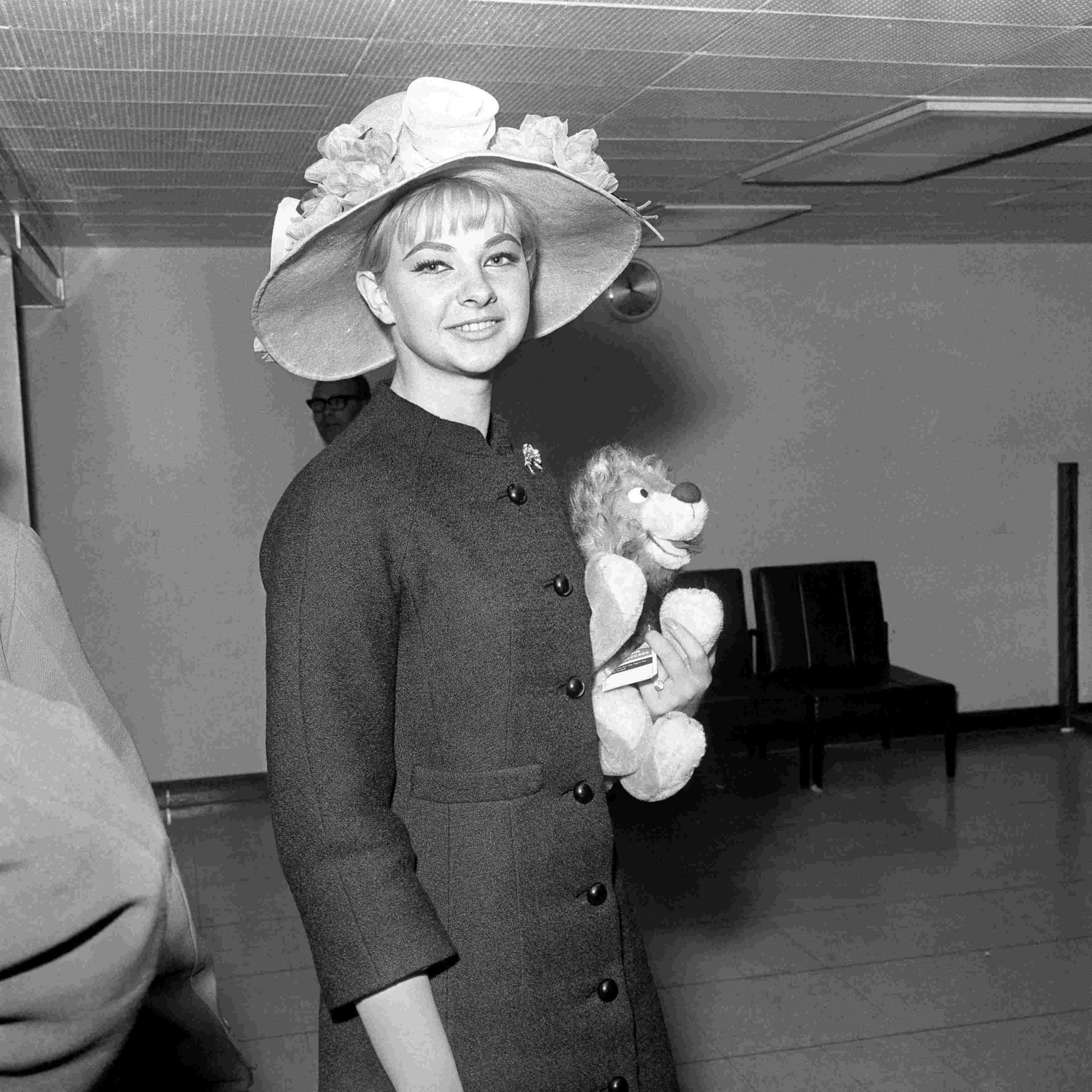 Mandy rice davies who hid out in bournemouth during the profumo
