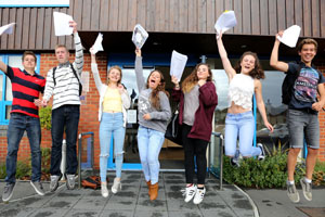 Bournemouth Echo: gcse result promo