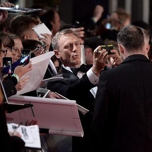 皇家和好莱坞glitterati在詹姆斯邦德电影幽灵世界首演