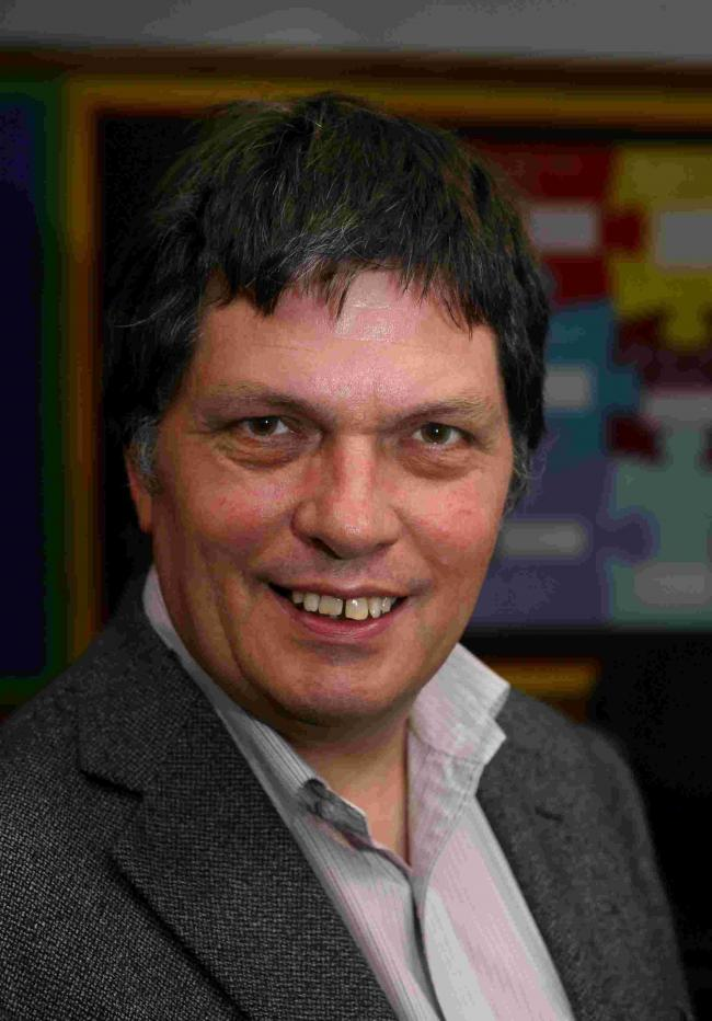 Pic Hattie Miles  ... 25.06.10 ... bSleepy ... Feature on the benefits of a good night's sleep pix at Winton Primary School ...  Dr Andrew Mayers who has been involved in the research for the project..