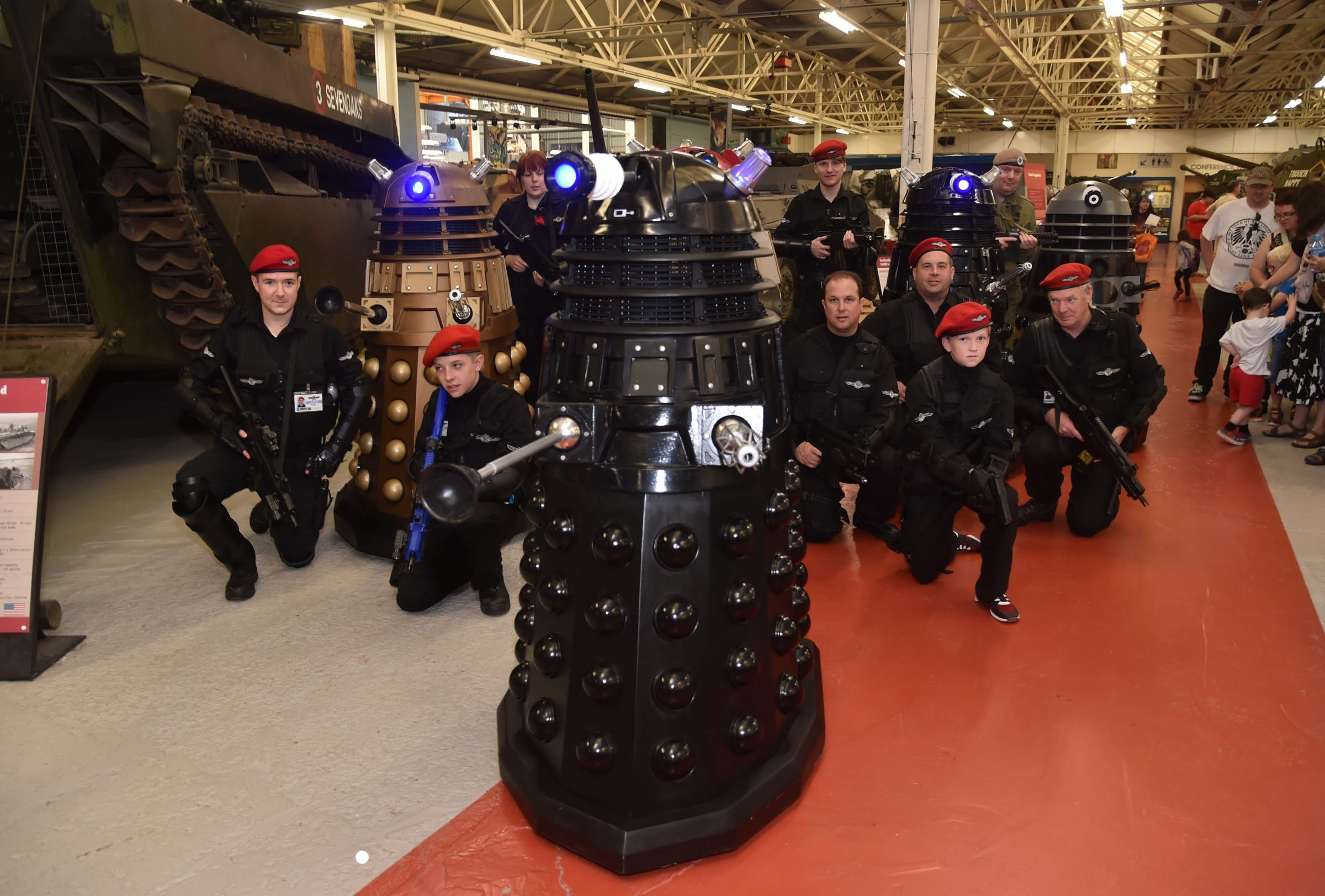 'EXTERMINATE':当Daleks入侵博物馆时,假期开始爆炸