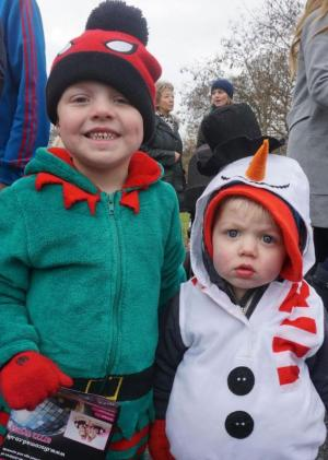Bournemouth Echo: Hundreds turned out for Broadstone's popular Christmas parade. Click to see all the pictures.