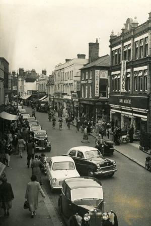 Bournemouth Echo: We take a look back at Poole High Street through the years. How many of these shops do you remember?