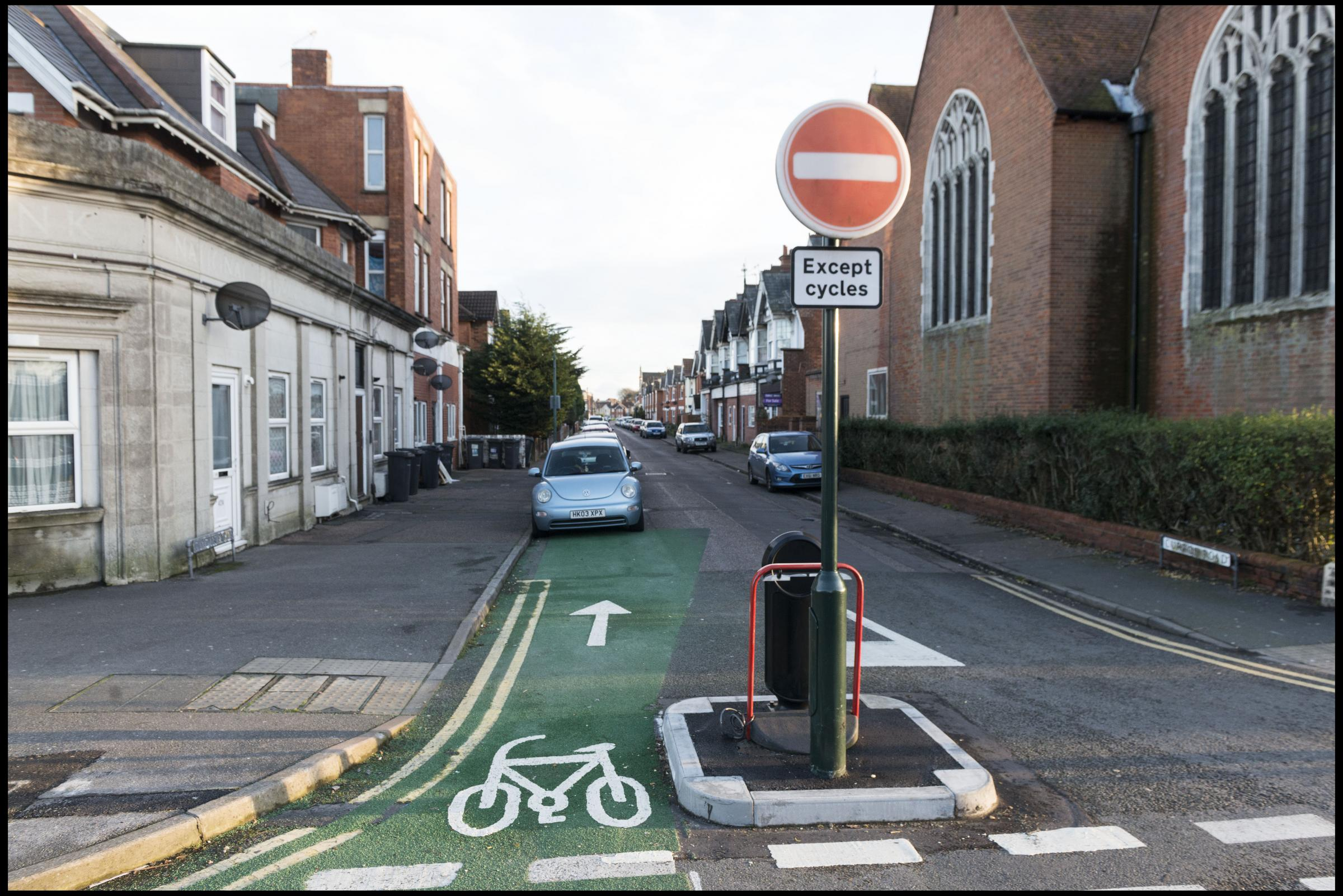 The cycle lane which sends cyclists the wrong way into oncoming traffic. Picture: BNPS.co.uk